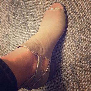 ❣️Lucky Brand peep toe ankle booties 👡 8.5